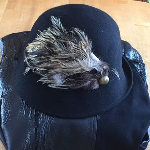 Jessica Simpson small feathered hat wool